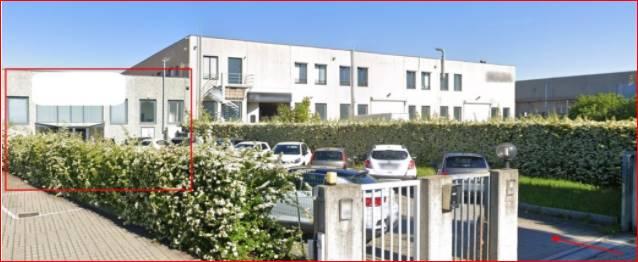 Capannone all'asta a Meda di mq 1.020, con altezza interna di mt 5. Adibito e locato a palestra, con contratto di affitto tipo 9+9, stipulato il 15/10/2010 con scadenza 31/12/2028. Canone annuo € 75.