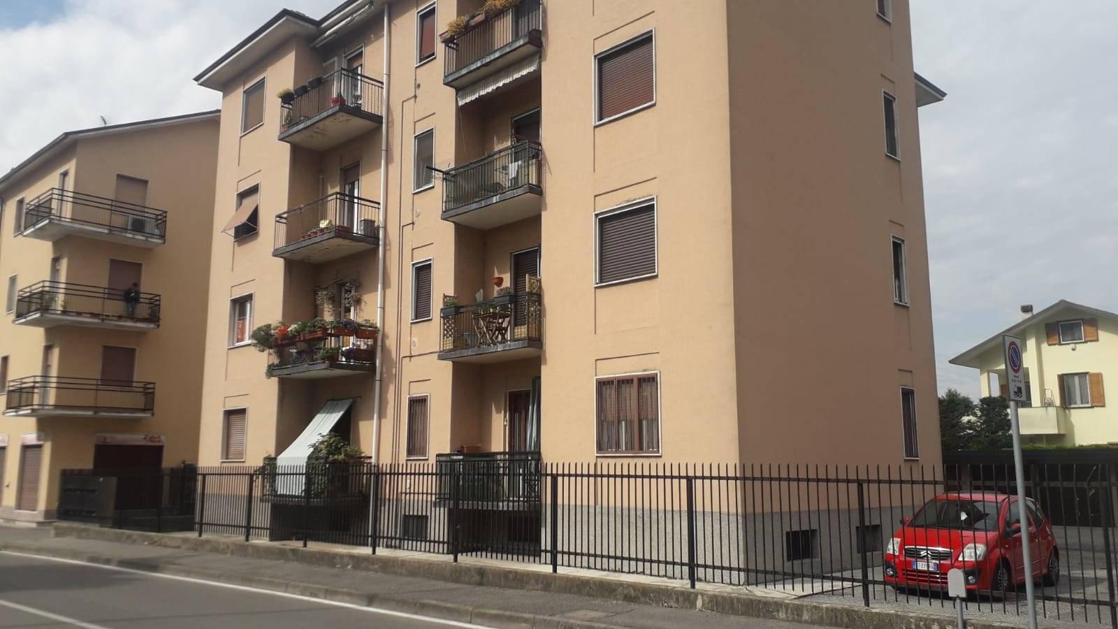 UBICAZIONE: Cernusco sul naviglio - Via Mameli - in palazzina di 4 piani. TIPOLOGIA: Appartamento di due locali di circa 65 mq composto da soggiorno, cucina abitabile, camera matrimoniale, bagno e