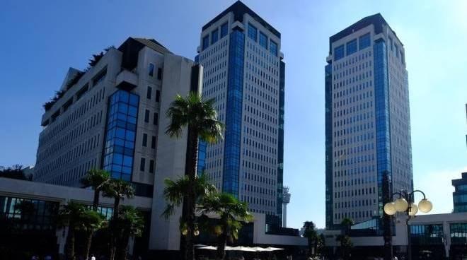 Welchome Business propone nel prestigioso complesso direzionale Torri Bianche al 12 mo piano della torre F Edifico Quercia, luminoso ufficio di mq 210 completamente ristrutturato e cablato con