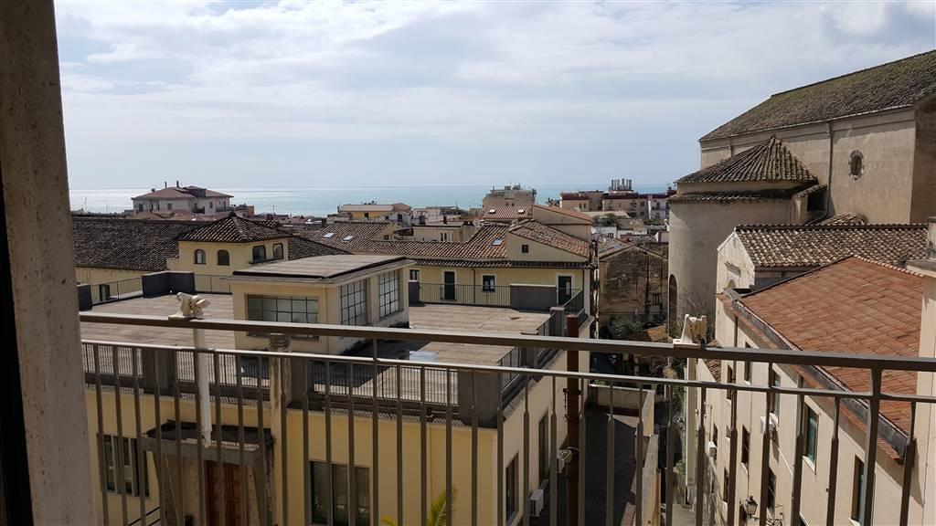 Trilocale in Via Bastioni 19, Centro Storico, Salerno