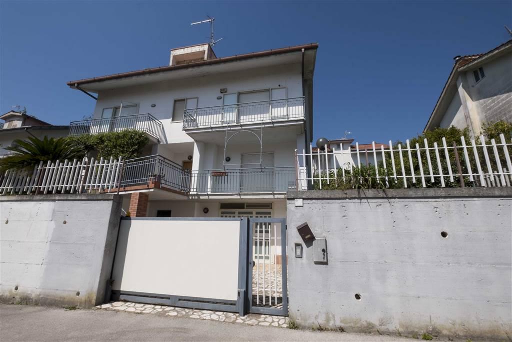 Villa, Caposaragnano, Baronissi, in ottime condizioni