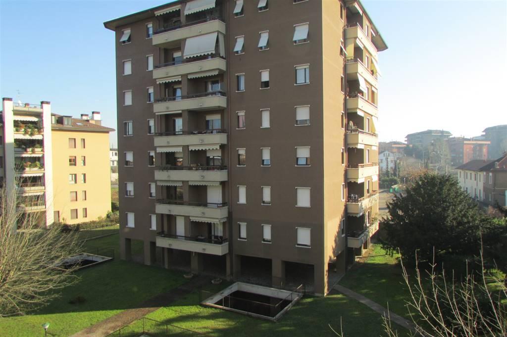 Trilocale in Via Confalonieri 9, Parco Via Lecco, Monza