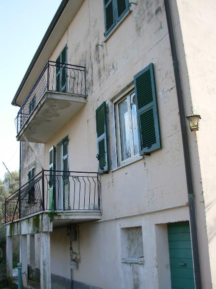 Vendita casa singola pugliola lerici da ristrutturare for Appartamenti lerici