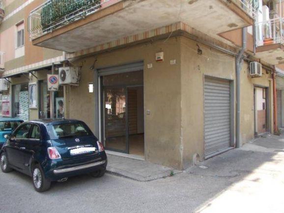 Immobile Commerciale in affitto a Pagani, 1 locali, zona Località: CENTRO, prezzo € 250 | CambioCasa.it