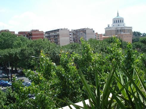 Bilocale in Via Londra 62, San Paolo, Roma