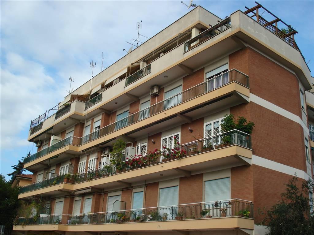 Appartamento In Vendita A Ciampino, 4 Locali, Zona Località: CENTRO, Prezzo  U20ac
