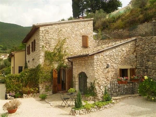 Rustico casale, Castello, Campello Sul Clitunno, in ottime condizioni
