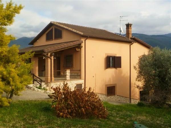 Villa in vendita a Torri in Sabina, 11 locali, zona Località: SANTA LUCIA, prezzo € 390.000 | CambioCasa.it