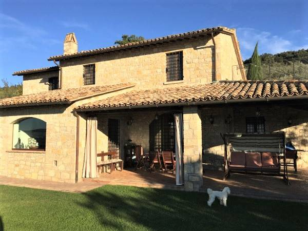 Rustico / Casale in Vendita a Baschi