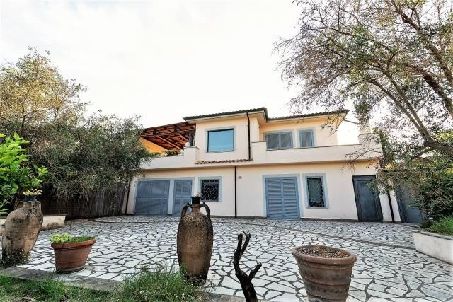 Villa in vendita a Morlupo, 8 locali, prezzo € 395.000 | CambioCasa.it