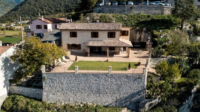 Rustico casale, Casteldilago, Arrone, in ottime condizioni