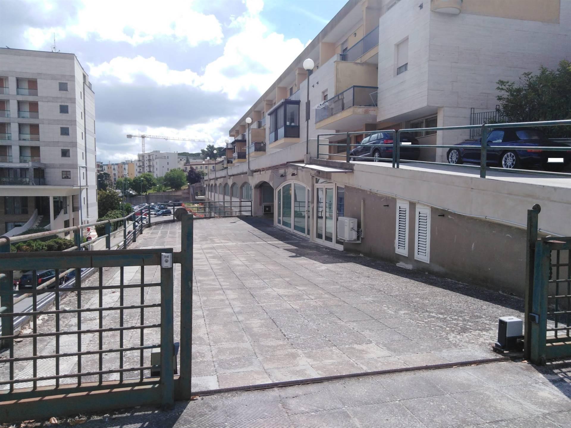 Ufficio / Studio in affitto a Matera, 2 locali, zona Zona: Centro direzionale, prezzo € 650 | CambioCasa.it