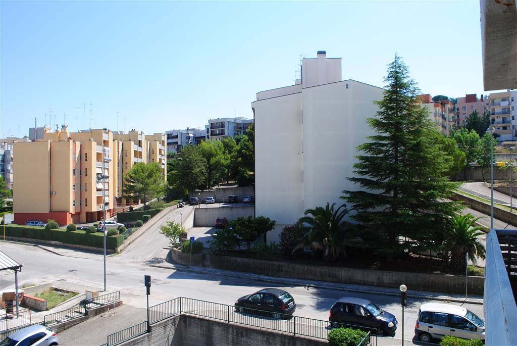 Quadrilocale in Viale Italia, Periferia Nord, Matera