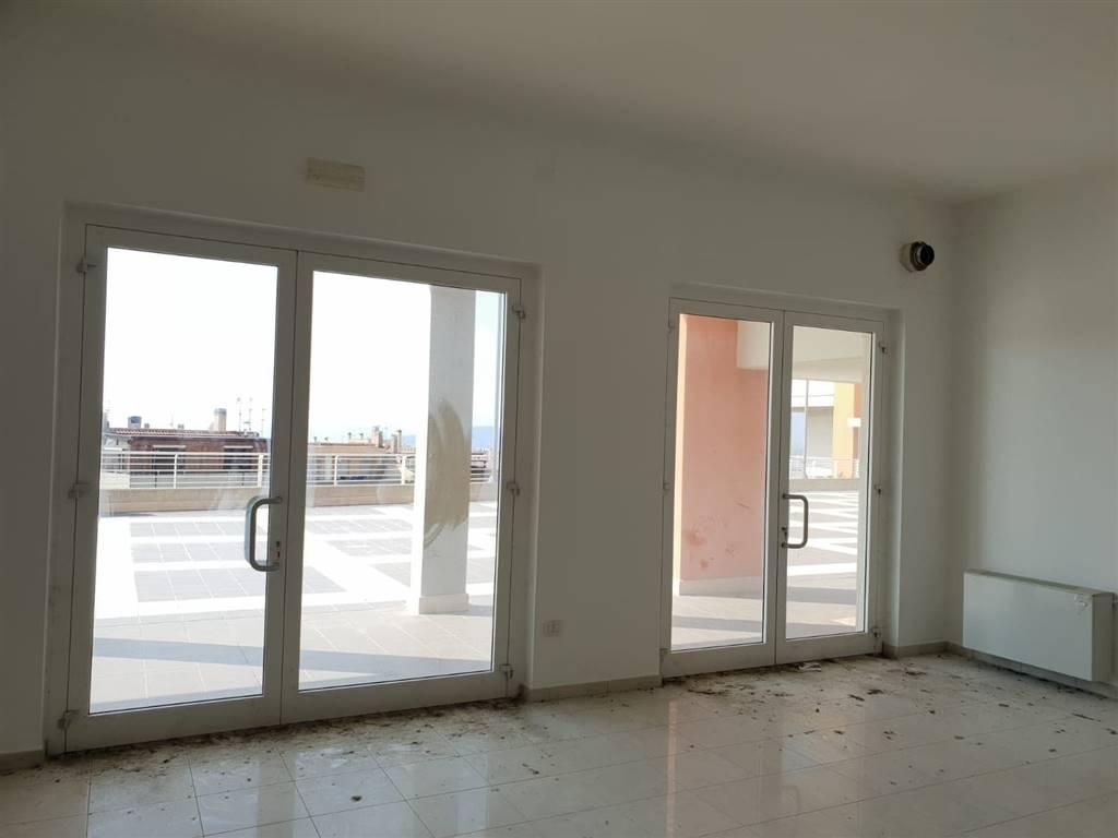 Ufficio / Studio in affitto a Matera, 1 locali, zona Zona: Periferia Nord, prezzo € 950 | CambioCasa.it