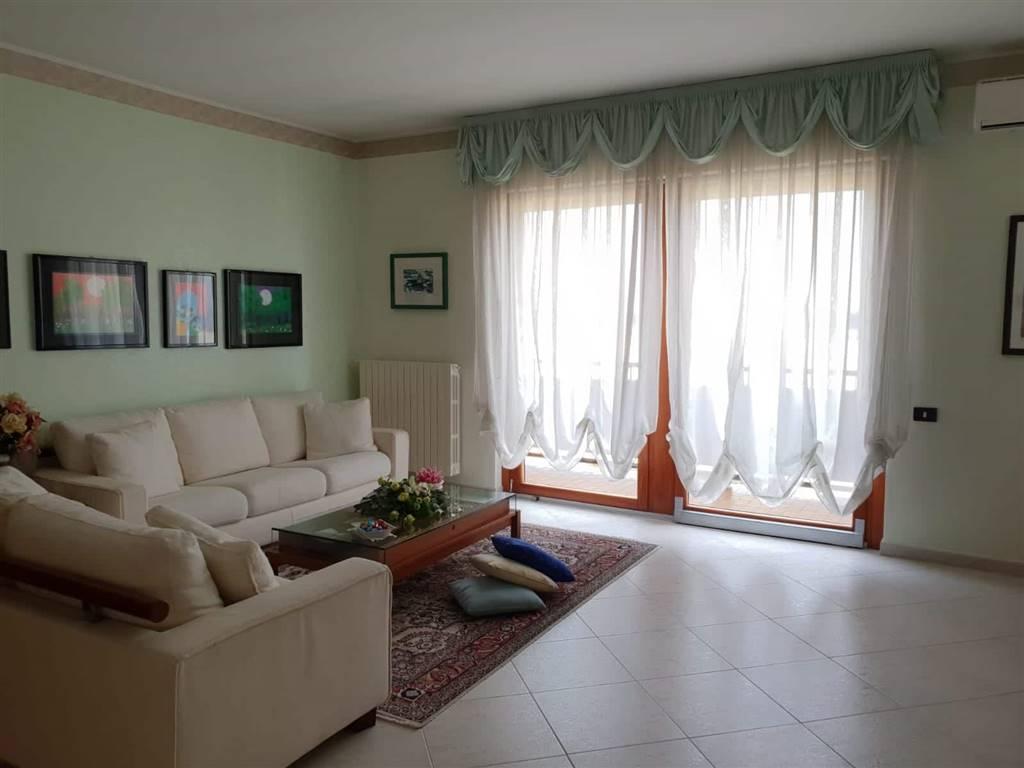 Appartamento in Via De Amicis, Semicentro Nord, Matera