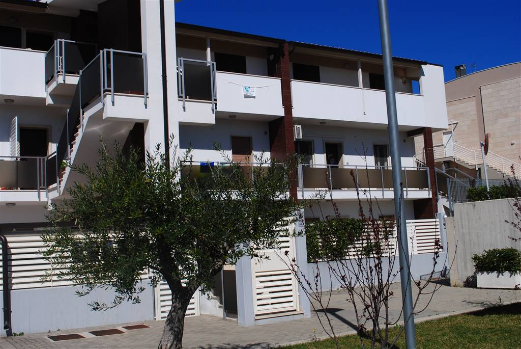 Trilocale in Via Caduti Di Nassiryia, Periferia Nord, Matera