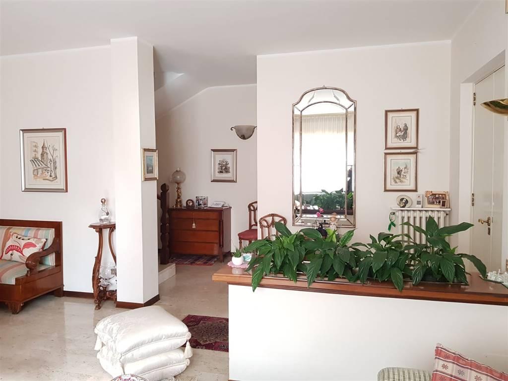 Villa Bifamiliare in vendita a Matera, 7 locali, zona Zona: Periferia Nord, prezzo € 480.000 | CambioCasa.it