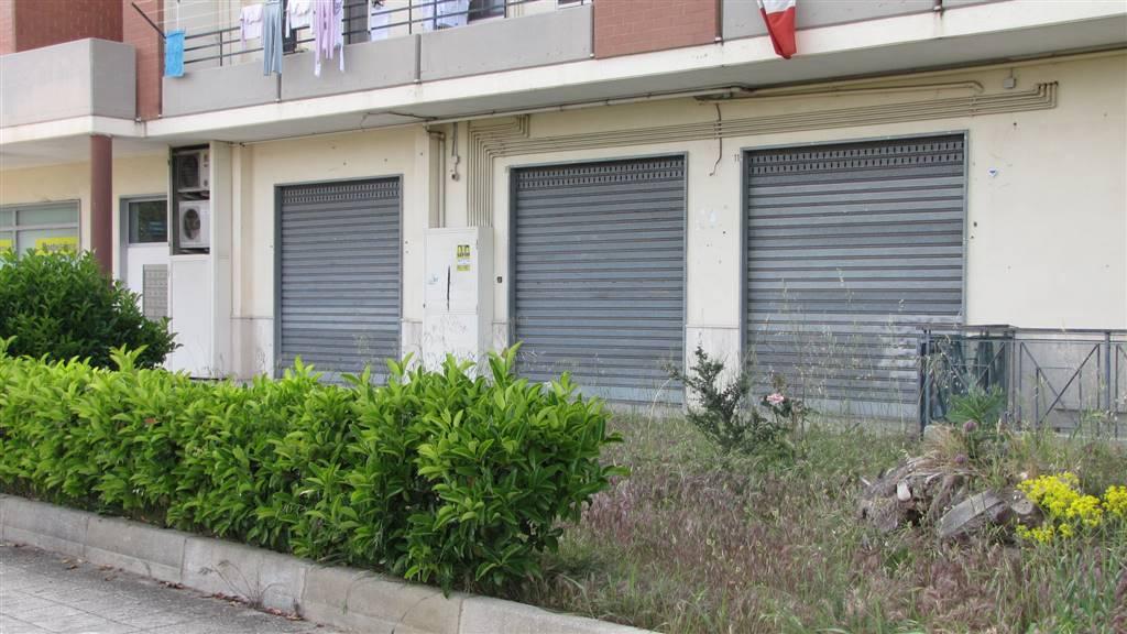 Negozio / Locale in affitto a Matera, 2 locali, zona Zona: Periferia Nord, prezzo € 1.300 | CambioCasa.it