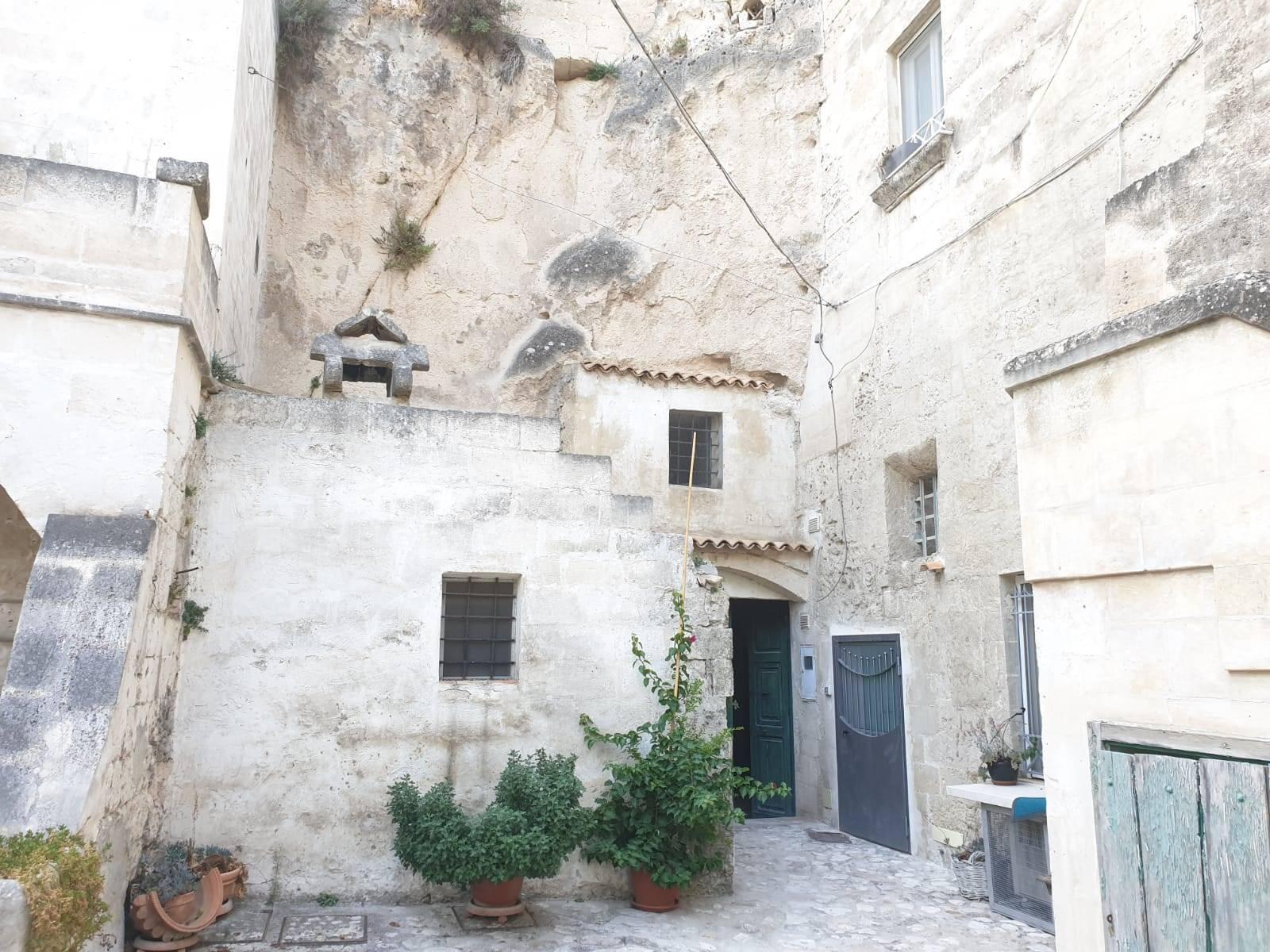 Appartamento in vendita a Matera, 3 locali, zona ro storico, prezzo € 103.000 | PortaleAgenzieImmobiliari.it