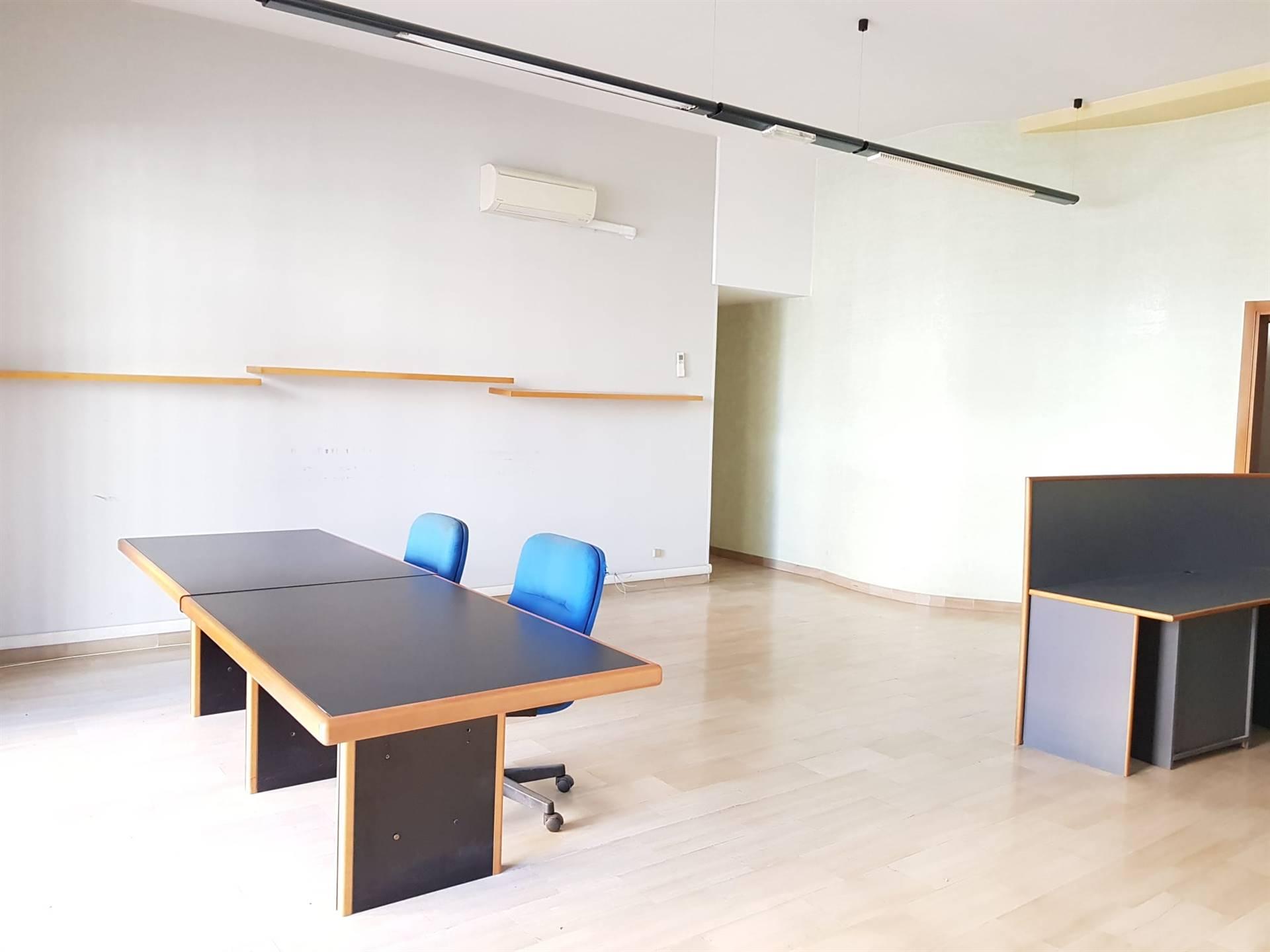 Negozio / Locale in affitto a Matera, 3 locali, zona Zona: Periferia Nord, prezzo € 1.000 | CambioCasa.it