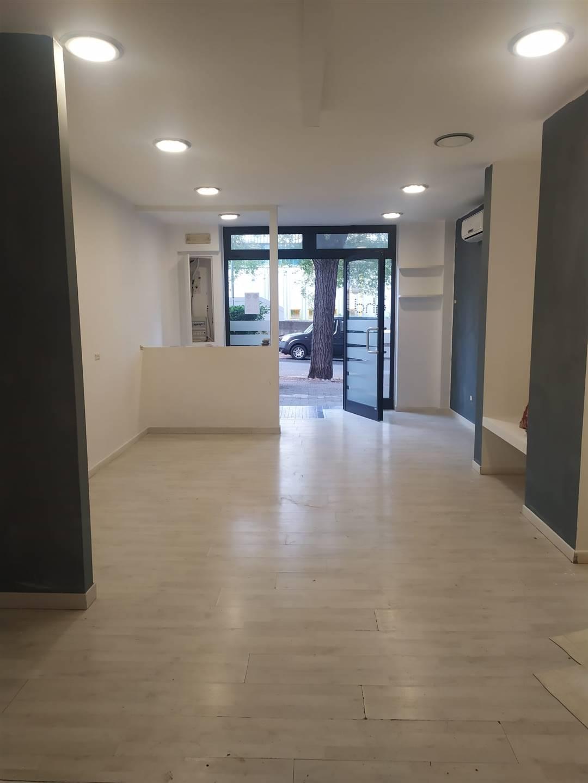 Immobile Commerciale in affitto a Matera, 2 locali, zona Zona: Centro direzionale, prezzo € 600 | CambioCasa.it