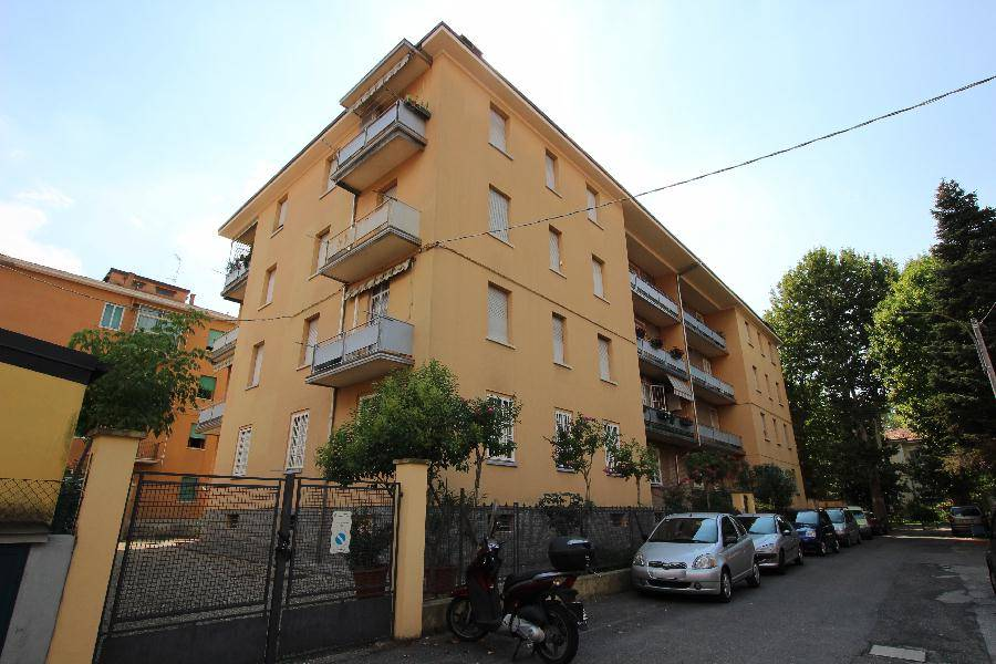 Trilocale in Via Silvestro Lega 4, Bologna