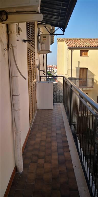 Appartamento in vendita a Fondi, 4 locali, zona Località: CENTRO STORICO, prezzo € 110.000 | PortaleAgenzieImmobiliari.it