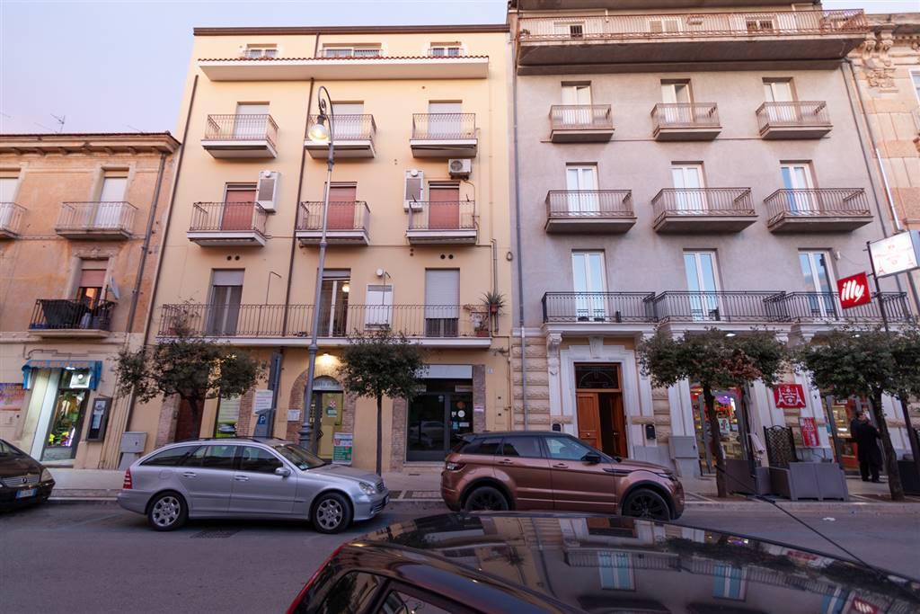 Negozio / Locale in affitto a Fondi, 9999 locali, prezzo € 800   CambioCasa.it