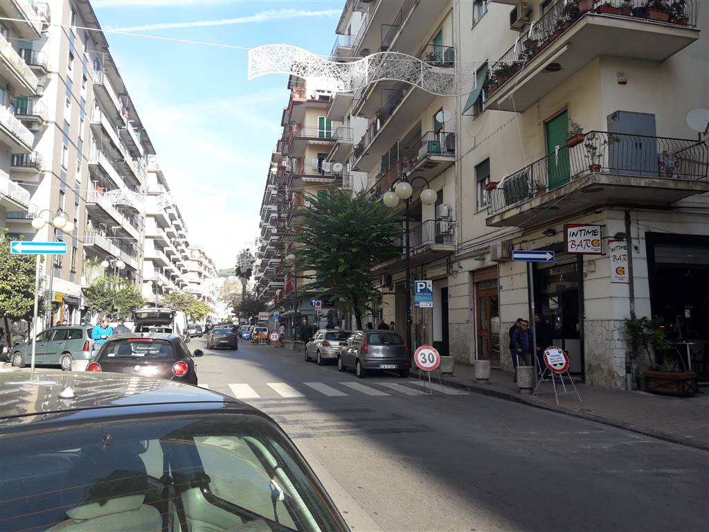 GELSI ROSSI / MOBILIO / GUERCIO, SALERNO, Shop for rent of 110 Sq. mt., Good condition, Energetic class: G, placed at Ground, composed by: , 1