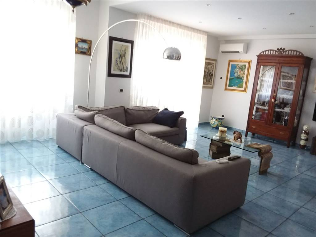 TORRIONE, SALERNO, Apartment for sale of 140 Sq. mt., Restored, Heating Individual heating system, Energetic class: E, placed at 5°, composed by: 5