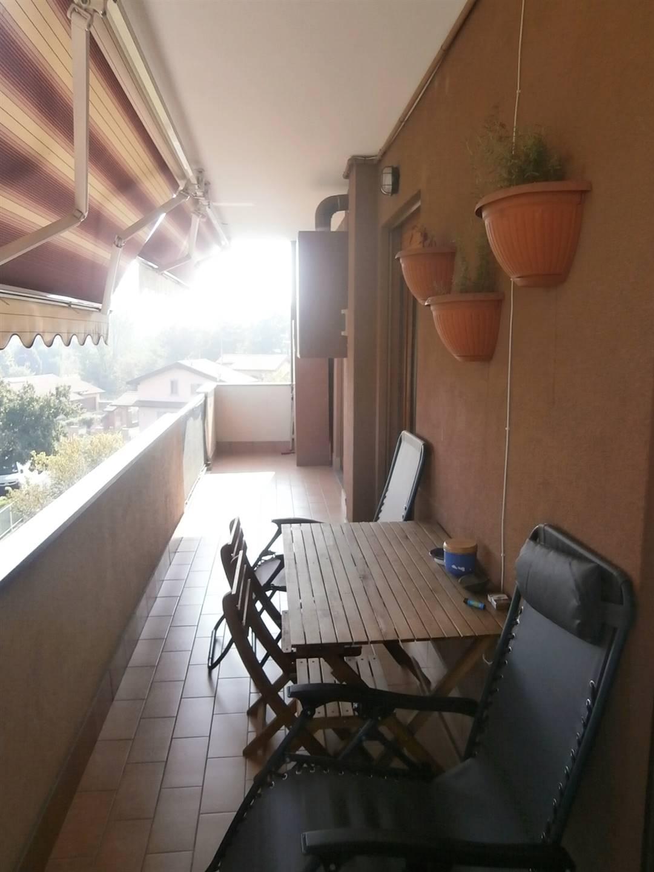 balcone con tenda solare