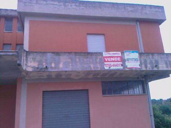 Locale commerciale in Via Provinciale Della Stazione, Montopoli Di Sabina