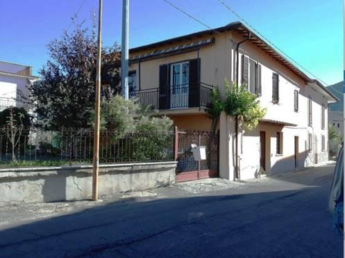 Casa semi indipendente in Via Roma, Canneto, Fara In Sabina