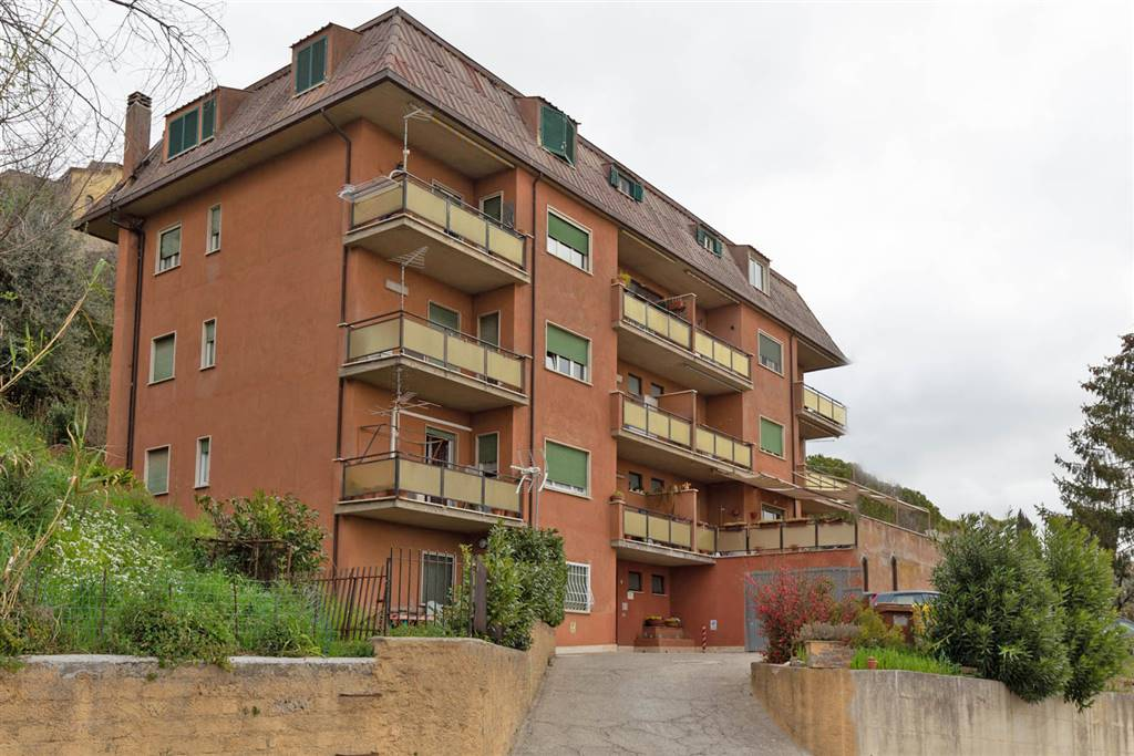 Appartamento in Via Campana 1, Montopoli Di Sabina