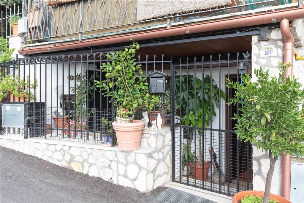 Appartamento in Via Pietro Davanzo 10, Saxarubra, Labaro, Prima Porta, Roma