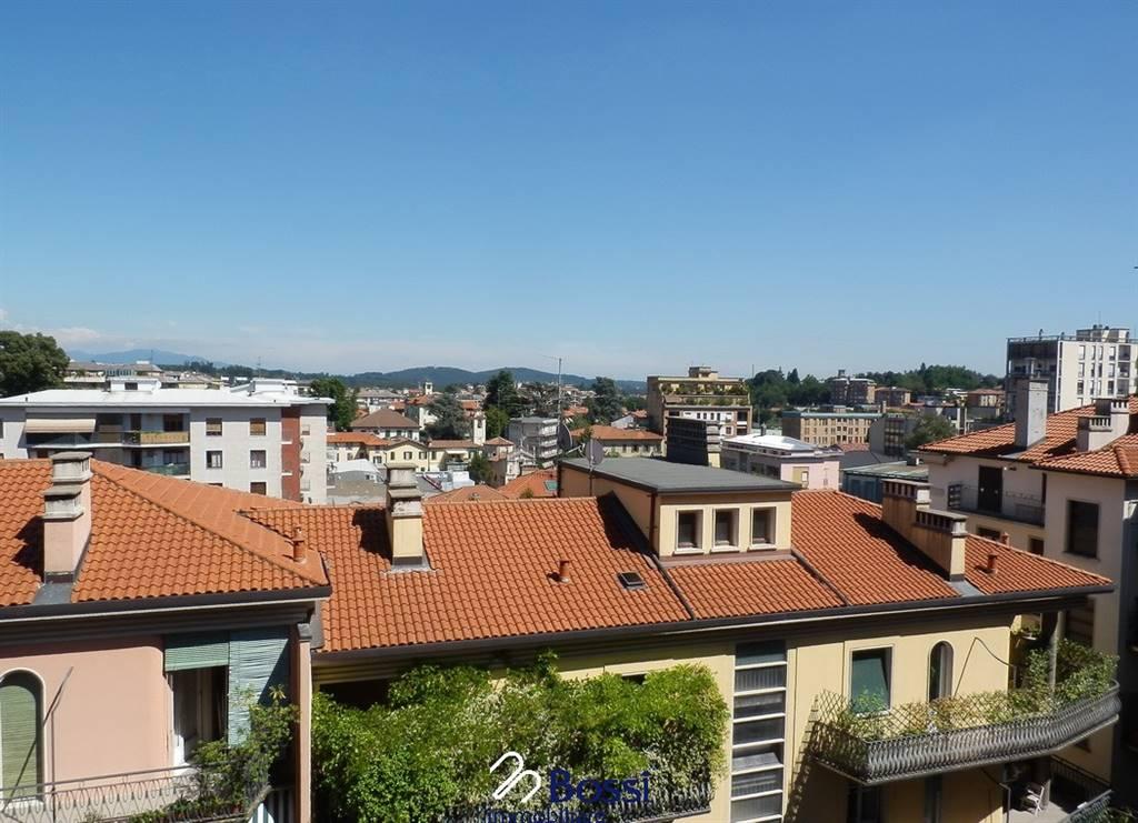 Trilocale in Via Dandolo 27, Centro, Varese