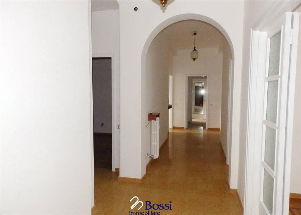 Appartamento in Via Bagaini  18, Centro, Varese