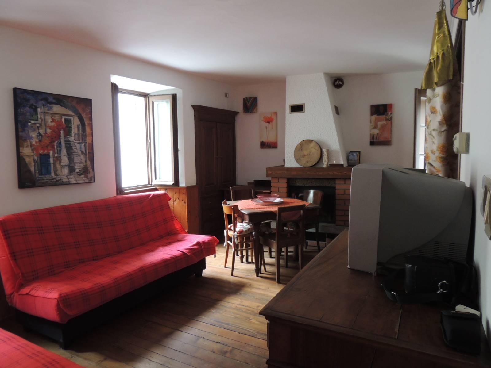 Appartamento in vendita a Malesco, 3 locali, prezzo € 79.000 | CambioCasa.it