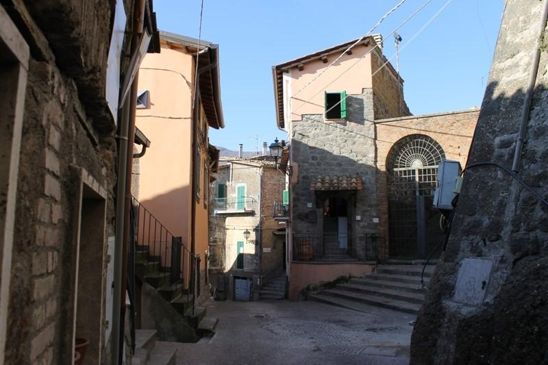Appartamento indipendente in Via Della Rocca 37, Soriano Nel Cimino
