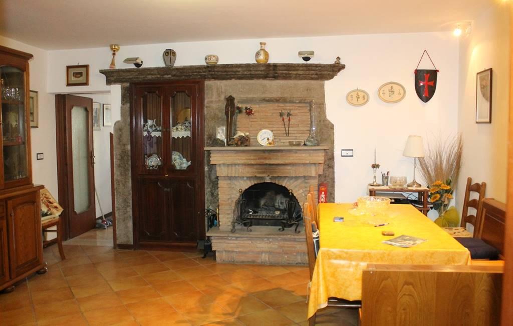 Appartamento in vendita a Soriano nel Cimino, 5 locali, prezzo € 58.000   PortaleAgenzieImmobiliari.it