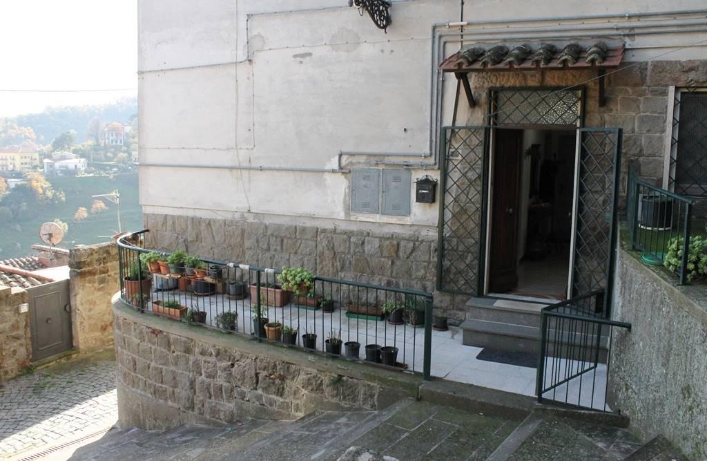 Appartamento in vendita a Soriano nel Cimino, 3 locali, zona Località: CENTRO STORICO - ROCCA, prezzo € 45.000   PortaleAgenzieImmobiliari.it