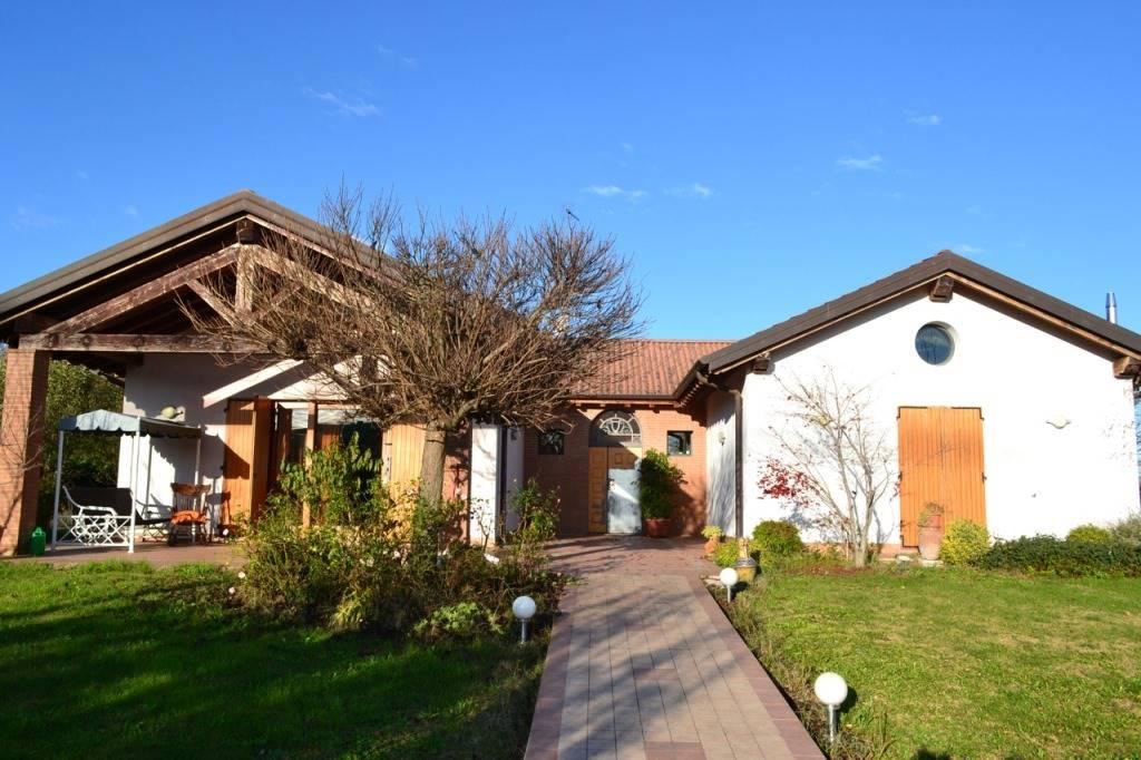 Villa in Vendita a San Giorgio Piacentino