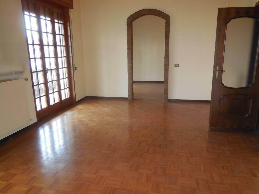 Appartamento in vendita a Gossolengo, 11 locali, prezzo € 350.000 | PortaleAgenzieImmobiliari.it