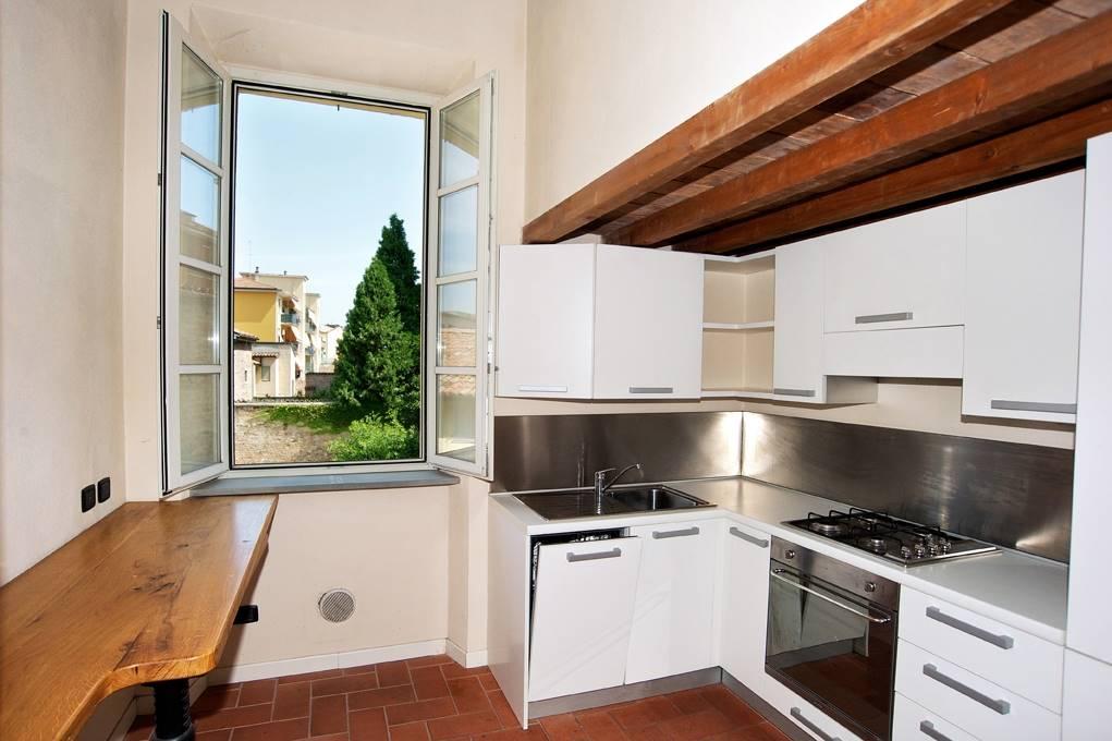 Appartamento in affitto a Piacenza, 4 locali, zona Zona: P.zza Borgo, prezzo € 1.100 | CambioCasa.it