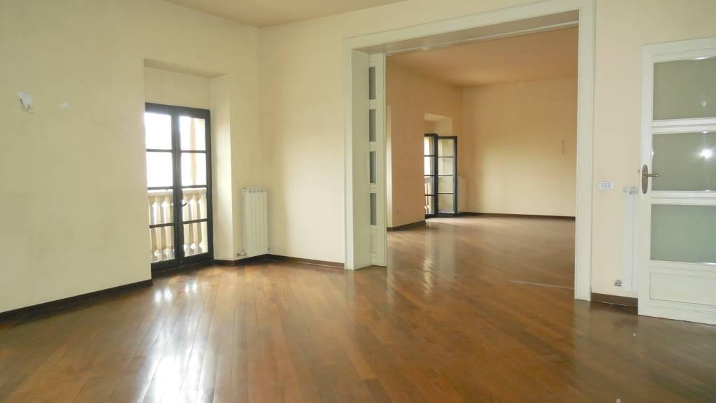 Appartamento in affitto a Piacenza, 5 locali, zona Zona: Centro storico, prezzo € 1.000 | CambioCasa.it