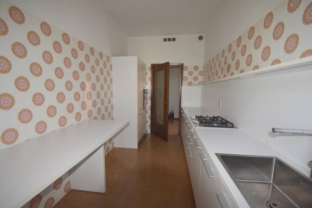 Appartamento in affitto a Piacenza, 3 locali, zona Località: PUBBLICO PASSEGGIO, prezzo € 650 | CambioCasa.it