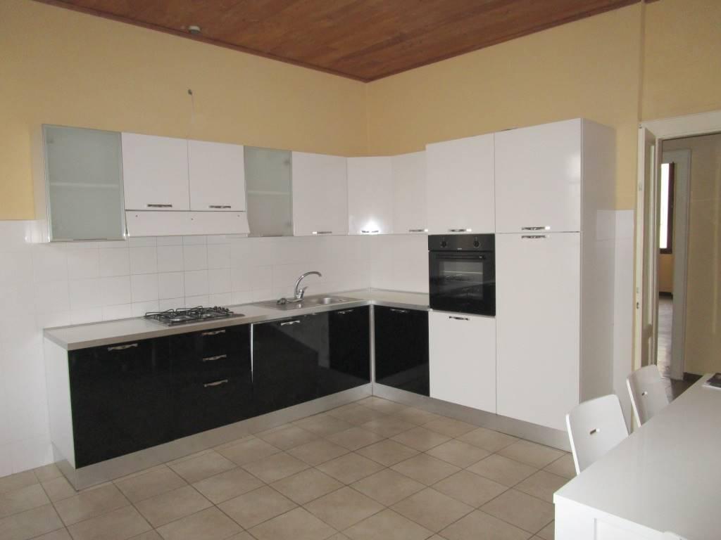 Appartamento in affitto a Piacenza, 3 locali, zona Zona: Centro storico, prezzo € 600 | CambioCasa.it