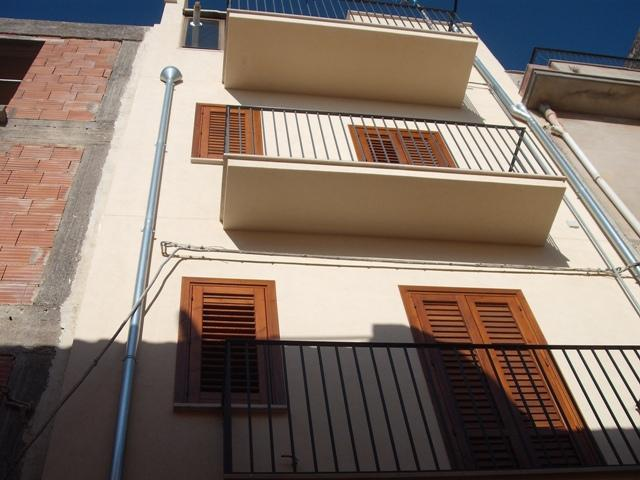 Semi detached house in SALEMI 95 Sq. mt. | 6 Rooms - Garage