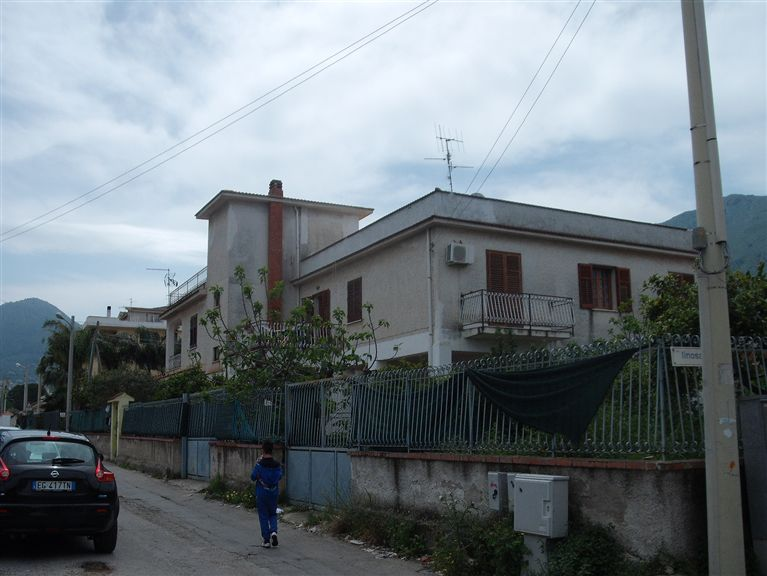 Duplex villa in CARINI 155 Sq. mt. | 6 Rooms | Garden 100 Sq. mt.
