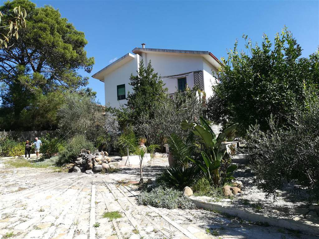 Villa in SALEMI 220 Sq. mt. | 6,5 Rooms | Garden 1600 Sq. mt.